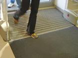 ООО %22Кристалл%22: прокат ковров(лизинг), продажа систем грязезащиты, профессиональная уборка